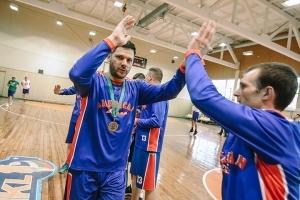 """C lygos bronza – pernykščių čempionų """"American Pizza"""" krepšininkų rankose"""