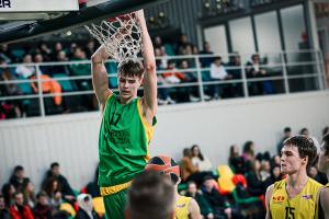 """Po penkerių metų pertraukos """"Varpo"""" gimnazija susigrąžino čempionų titulą"""
